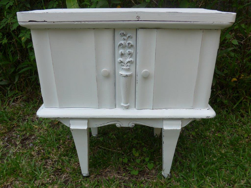 Petit meuble relooké, peinture usée les Ateliers d'Anis Réunion