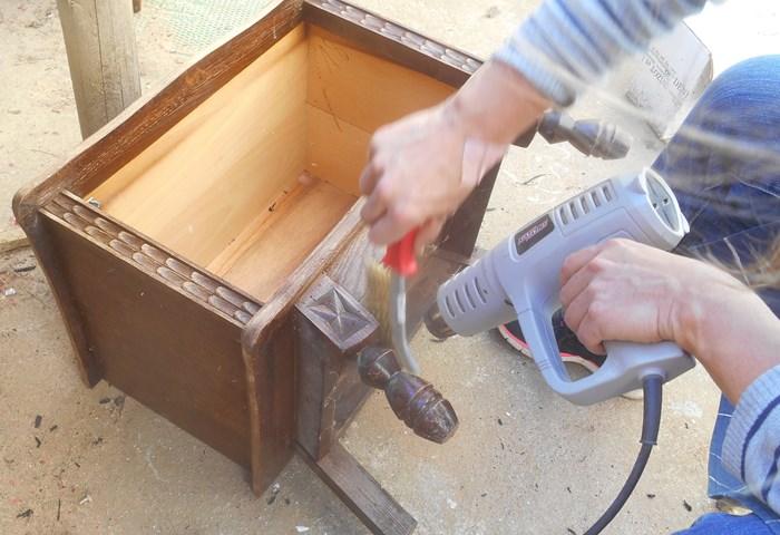 Décapage petit meuble basque, les ateliers d'anis